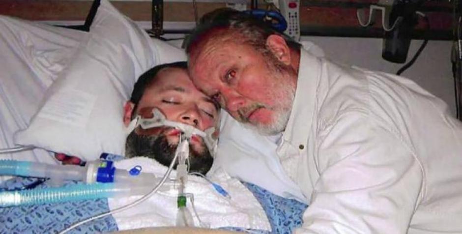 George Pickering es llevado a prisión por amenazar a los médicos y la a policía para que su hijo en estado vegetativo no fuera desconectado. (Foto:click2houston)