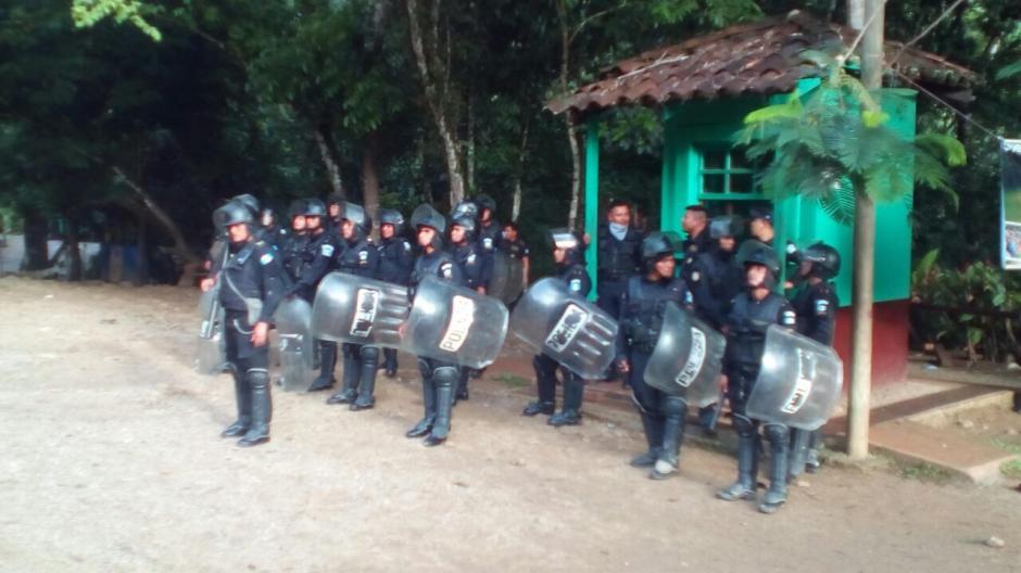 Durante la recuperación participaron agentes de la PNC, el Ejército y otros delegados. (Foto: PNC)