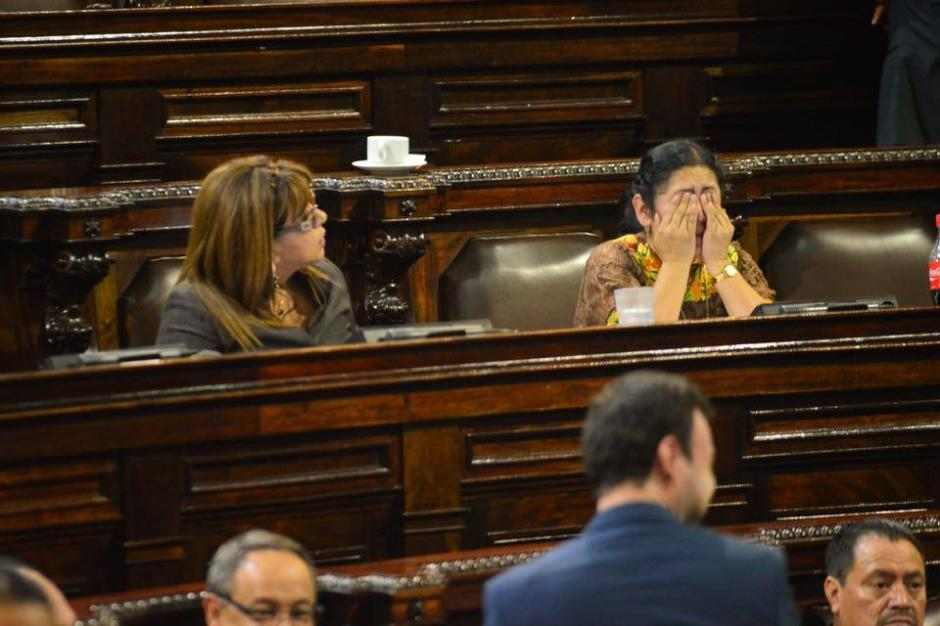 La jornada fue intensa y muchos diputados no soportaron el cansancio de pasar tanto tiempo sentados. (Foto: Jesús Alfonso/Soy502)