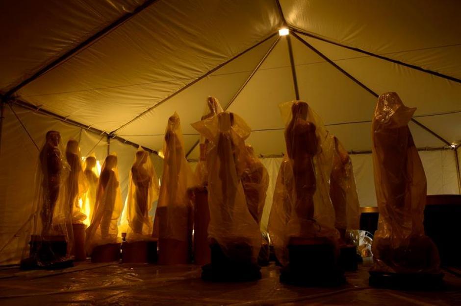 Estatuas de los Oscar permanecen cubiertas con plástico (EFE/Paul Buck)