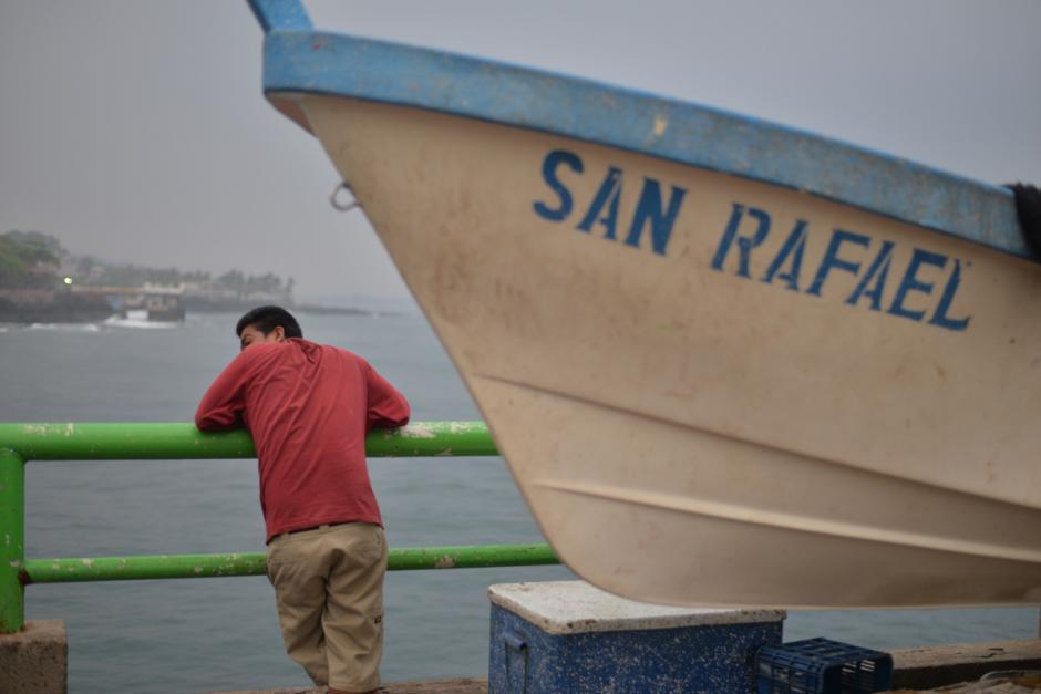 Una embarcación lleva el nombre del santo de los viajeros, San Rafael. (Foto: Wilder López/Soy502)