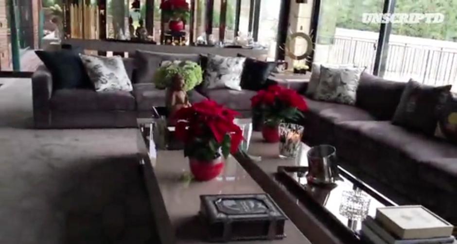 Así luce la sala de la casa de Cristiano Ronaldo. (Imagen: Captura de pantalla Twitter)