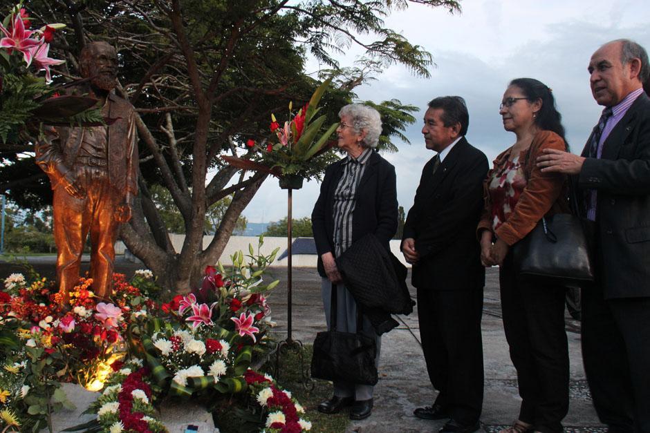 María Clemencia Recinos Valenzuela, hermana de Efraín Recinos, también estuvo presente