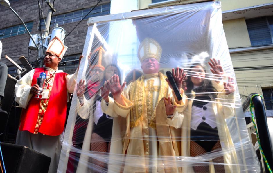 También realizaron parodias sobre la Iglesia Católica. (Foto:Jesús Alfonso/Soy502)