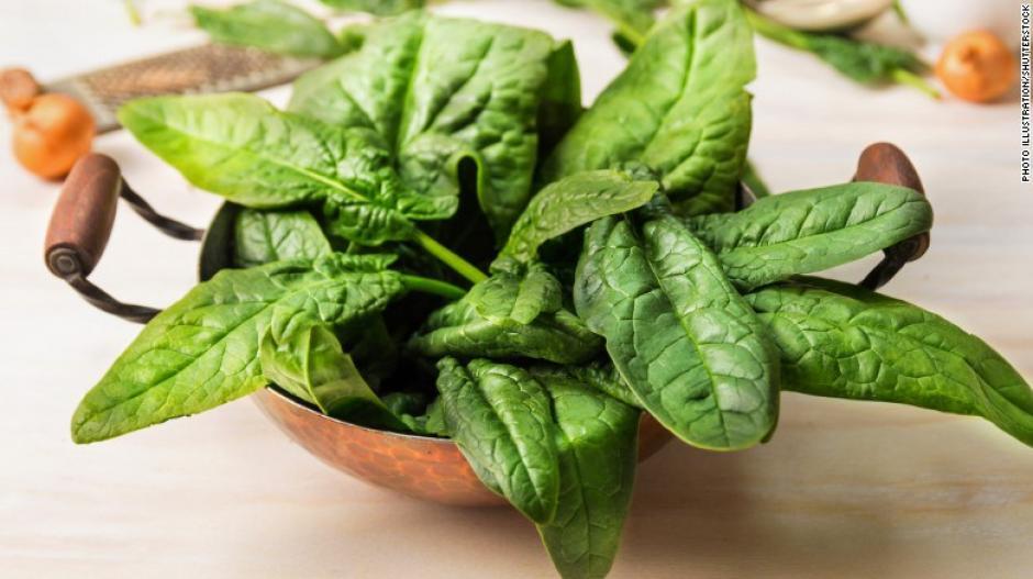 Las verduras de hoja son parte del menú de la dieta MIND. Intenta incluir seis porciones a la semana. (Foto: cnn)