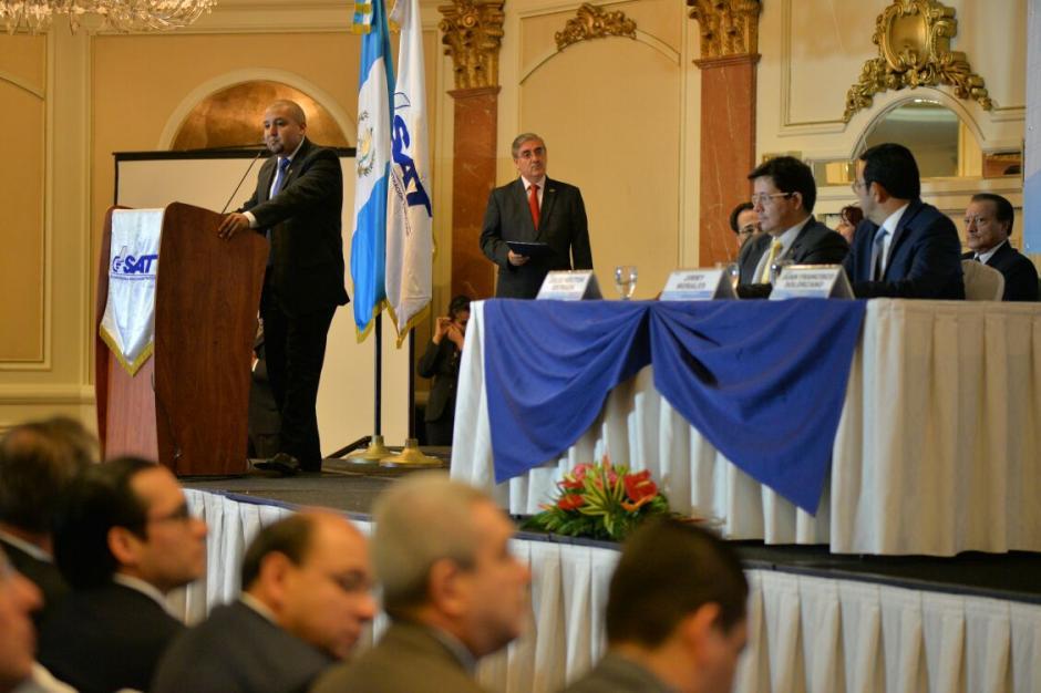 El jefe de la SAT, Juan Solórzano Foppa presentó el informe de gestión de la SAT.  (Foto: Wilder López/Soy502)