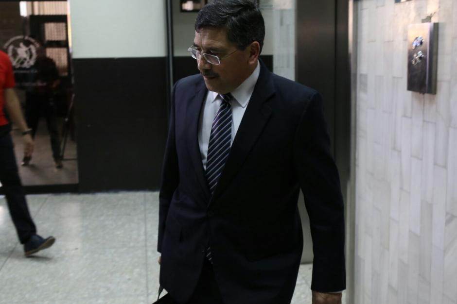 Edgar Barquín sale de Tribunales luego de haber recibido la sentencia simbólica. (Foto: Alejandro Balán/Soy502)