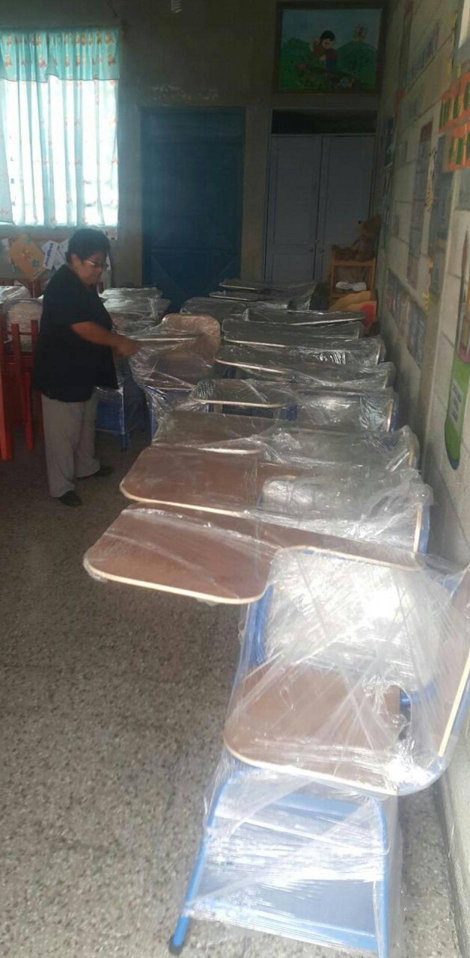 Los pupitres fueron acomodados en uno de los salones de clases. (Foto: Sistema Penitenciario)