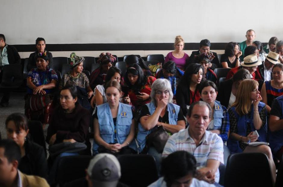 Los medios de comunicación y el público abandonó la sala por orden del Tribunal. (Foto: Alejandro Balán/ Soy502)