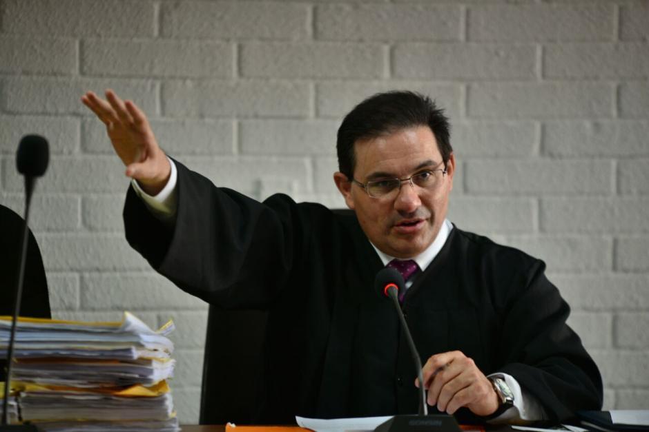 El juez Marco Antonio Villeda está a cargo del juicio de Extinción de Dominio de la propiedad relacionada a Baldetti. (Foto: Wilder López/Soy502)