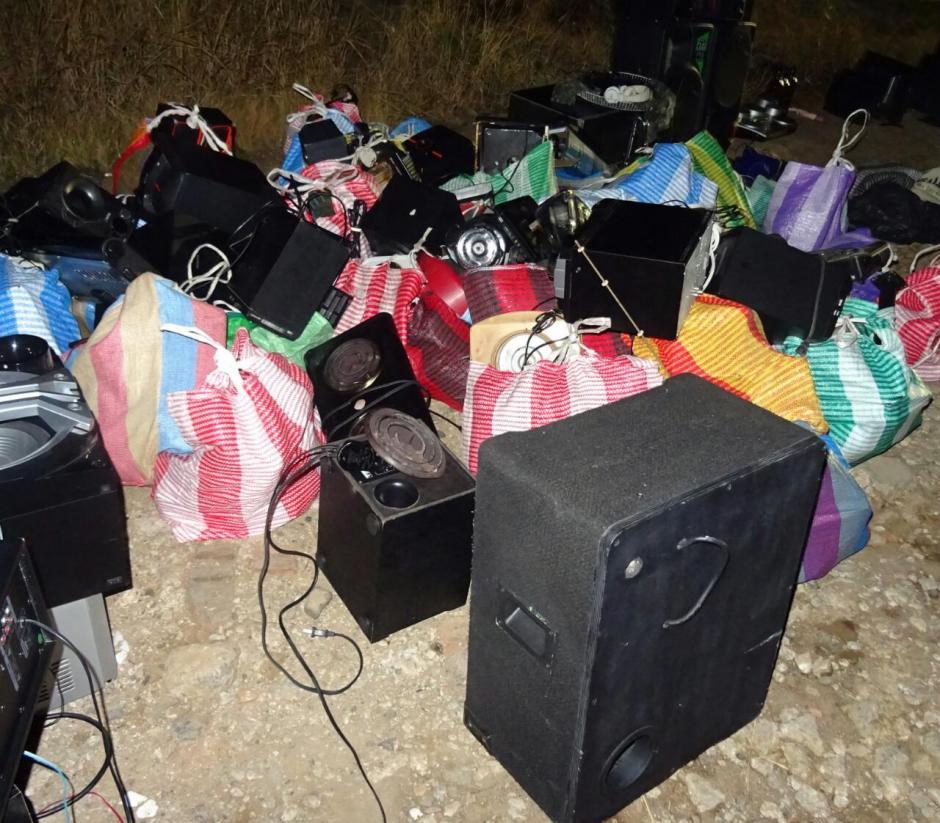 El SP encontró una tornamesa y 117 bocinas de equipo de audio. (Foto: Sistema Penitenciario)