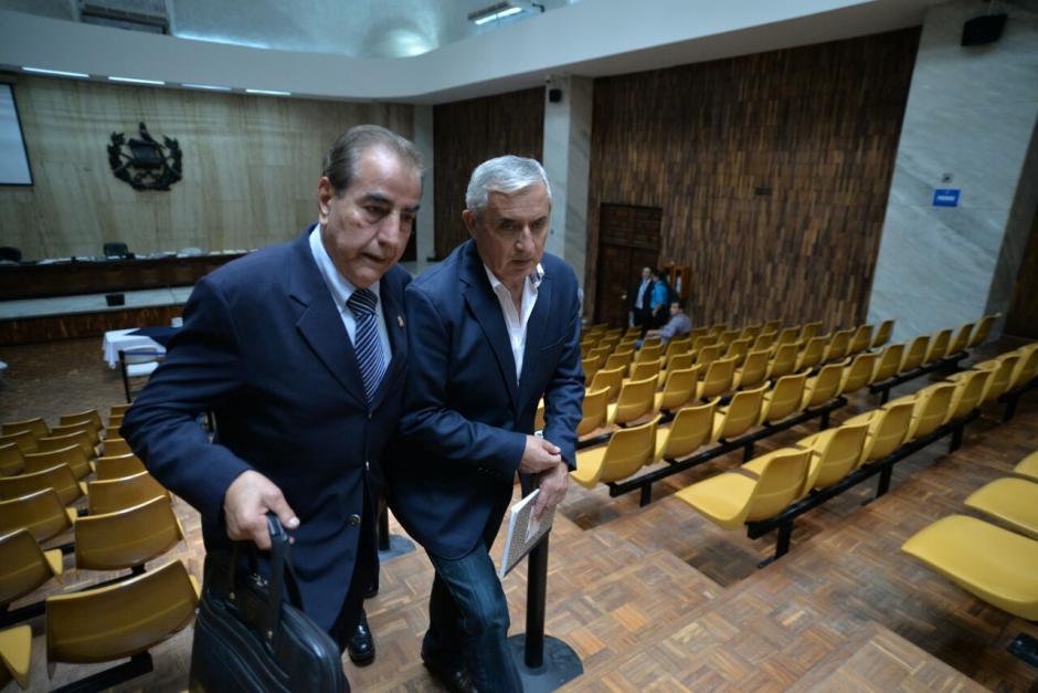 El abogado Marco Antonio Rossel habría llegado a la audiencia para informar a Otto Pérez de la muerte de Byron Lima. (Foto: Wilder López/Soy502)