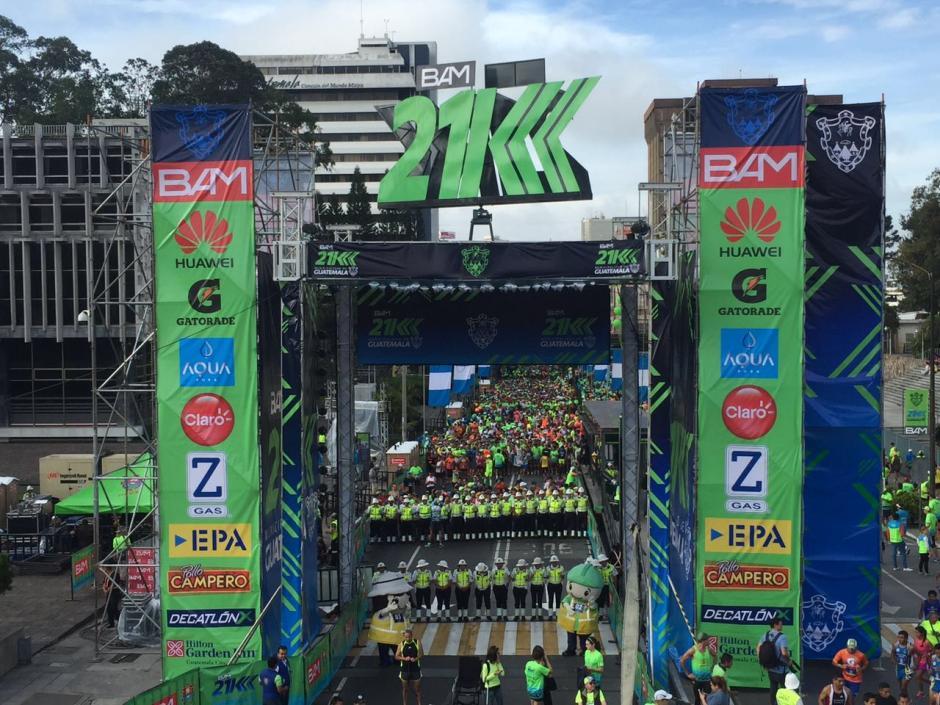 Miles de personas participaron en la medio maratón de la Ciudad de Guatemala. (Foto: Jesús Alfonso/Soy502)