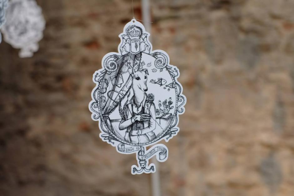 El distintivo de los nuevos diseños fueron presentados con estas ilustraciones de marca realizados por la casa artística Pitti Imagine. Foto Trussardi/Pitti Imagine