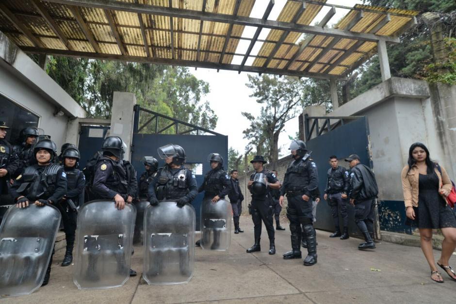 En el día tres después del ataque en el que murió Byron Lima, las autoridades realizaron una requisa. (Foto: Willder López/Soy502)