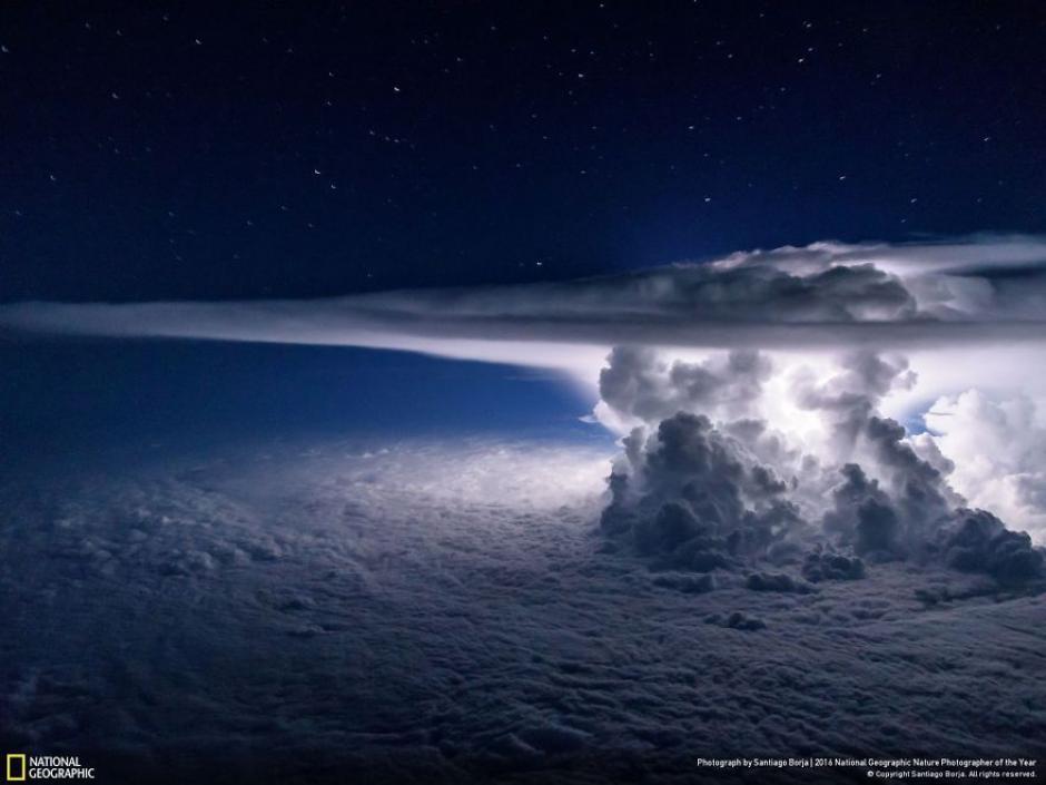 Una colosal Cumulonimbus captada sobre el Océano Pacifico. (Foto: Santiago Borja/National Geographic)