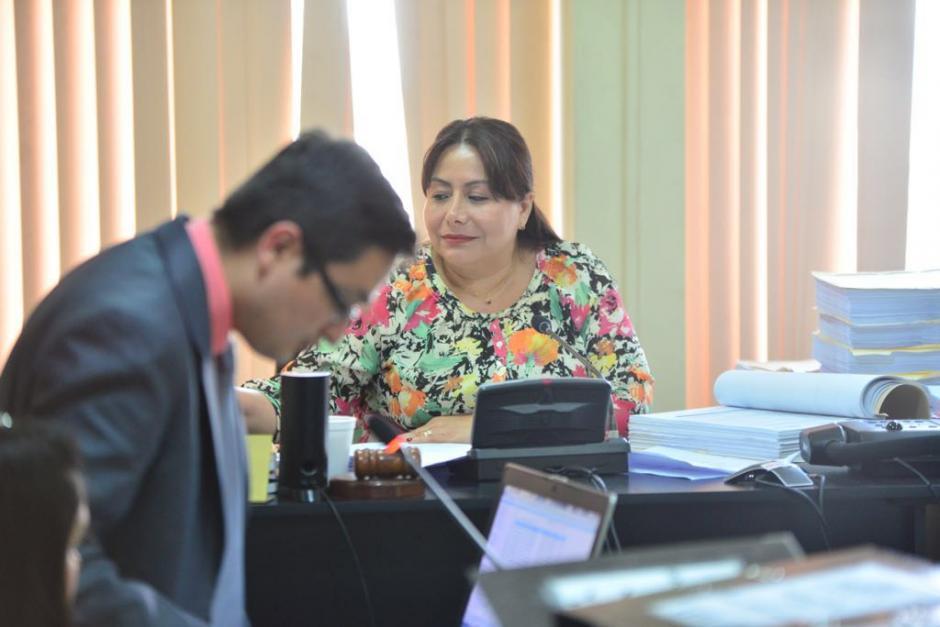 El fiscal Juan Francisco Sandoval presenta a la jueza los argumentos para que se abra el juicio. (Foto: Jesús Alfonso/Soy502)