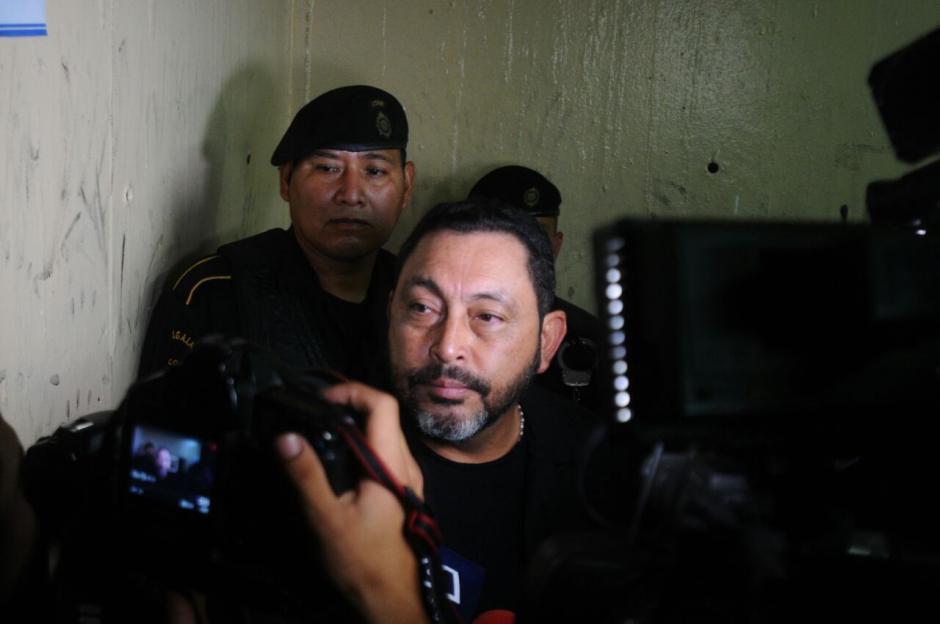 La detención se tenía prevista para tempranas horas de la mañana, sin embargo fue hasta las 15:00 horas que fue trasladado.  (Foto: Alejandro Balán/Soy502)