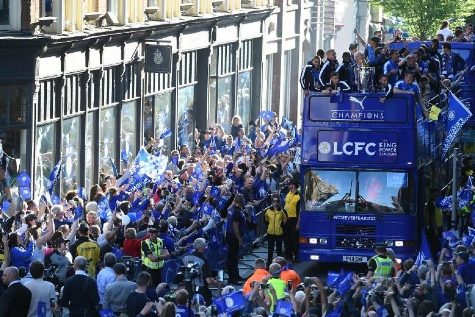 El desfile del campeón duró varias horas. (Foto: EFE)