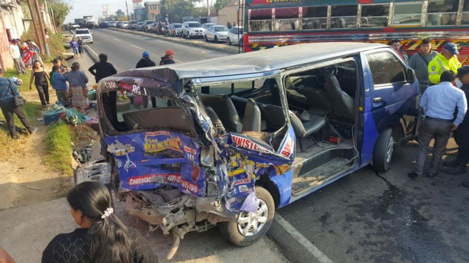 El percance vial fue entre un microbús y un bus de transporte extraurbano. (Foto: Bomberos Municipales Departamentales)