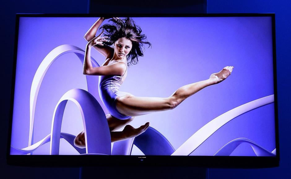 Vista de un televisor Aquos de alta resolución que fue presentado por el presidente de Sharp, John Herrington, en la feria de la electrónica CES en Las Vegas (Estados Unidos). (Foto: EFE/Michael Nelson)