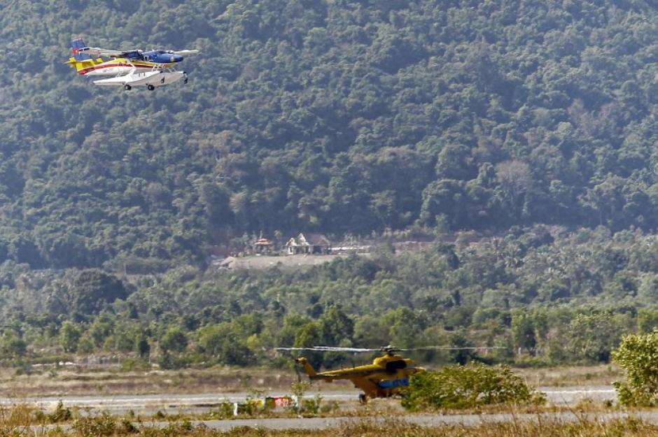 Decenas de búsquedas aéreas se han realizado sobre la ruta que debió tomar el avión. (Foto: AFP)