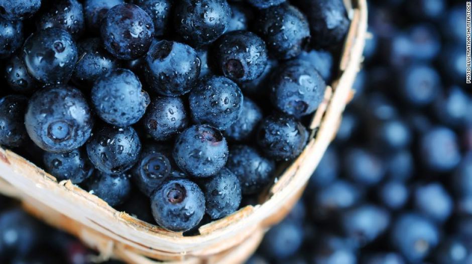 La dieta MIND sugiere dos porciones de arándanos por semana, fresas y otros miembros de la familia de las bayas. (Foto: cnn)