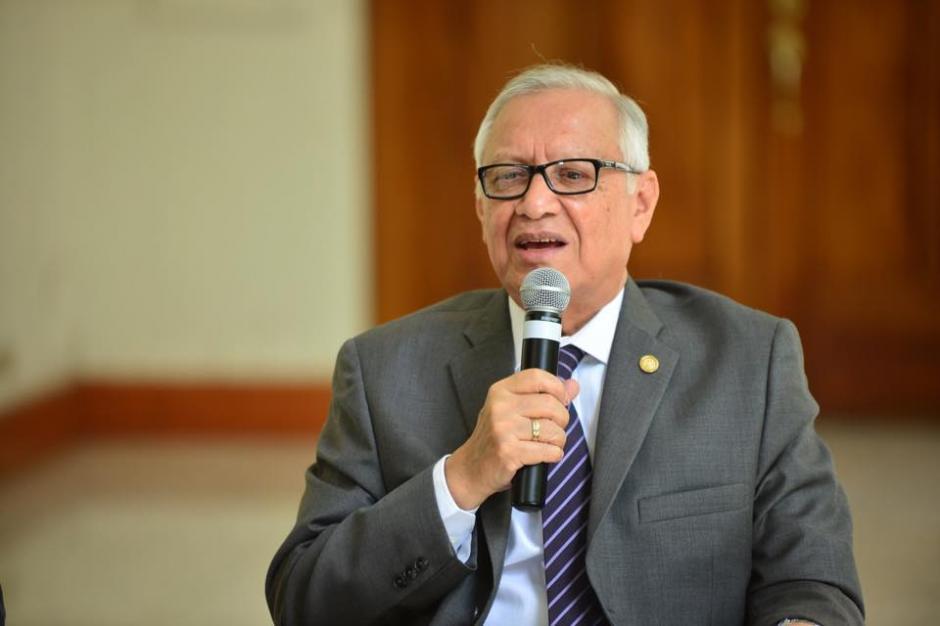El presidente de Guatemala, Alejandro Maldonado Aguirre, da a conocer que el vicepresidente Juan Alberto Fuentes es el encargado del equipo de transición de gobierno. (Foto: Jesús Alfonso/Soy502)