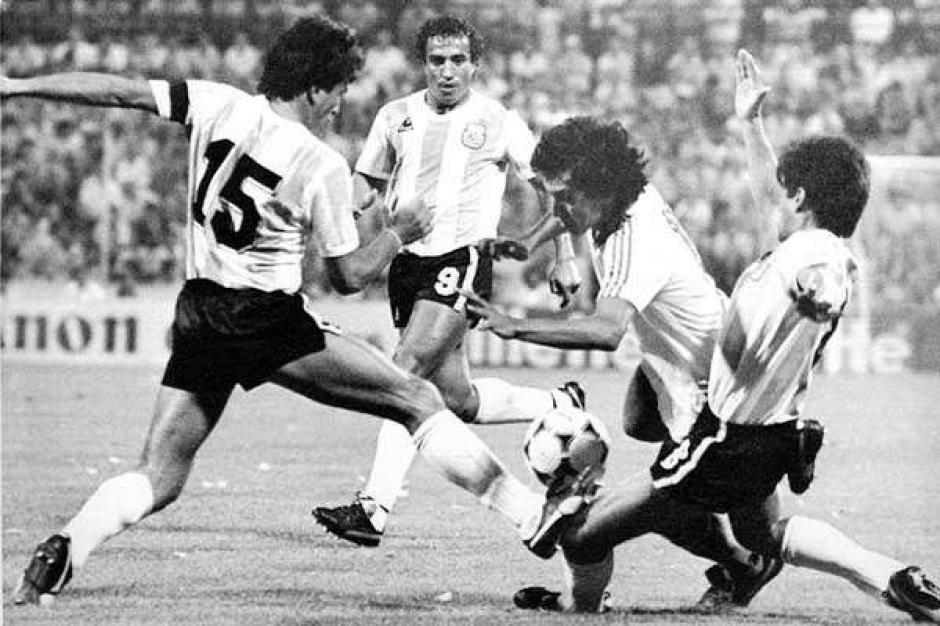 """Jorge """"el Mágico"""" González en su mejor época contra Argentina. (Foto: Google)"""
