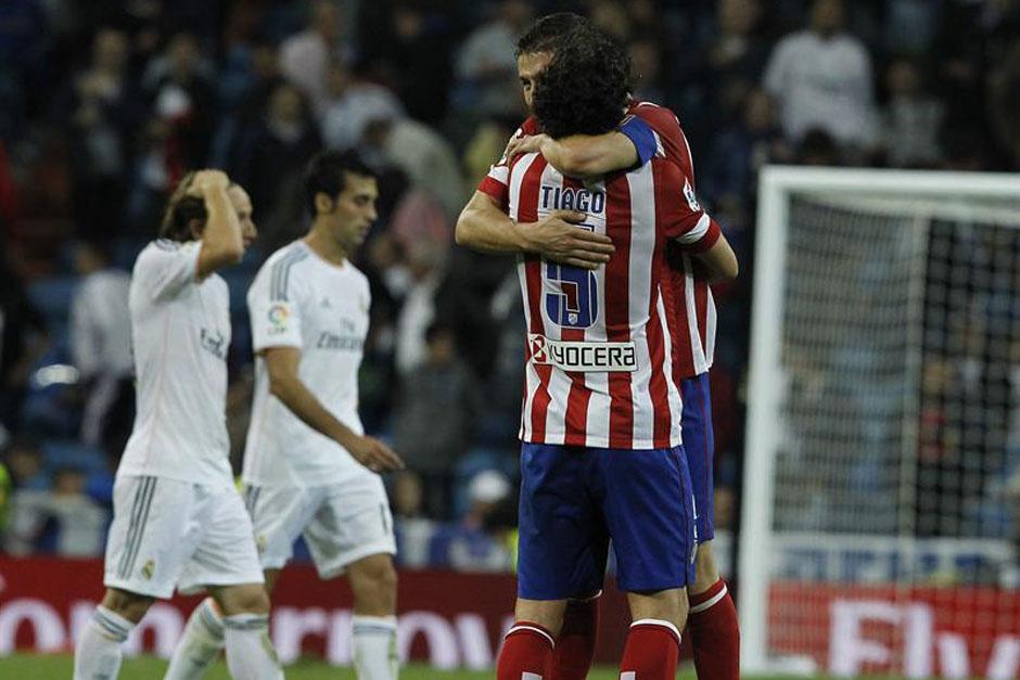 Tiago y Koke celebran la victoria colchonera en el Santiago Bernabéu.