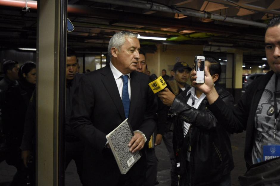 El expresidente Otto Pérez a su ingreso a Tribunales, fue trasladado por el SP desde la cárcel Mariscal Zavala. (Foto: Jesús Alfonso/Soy502)