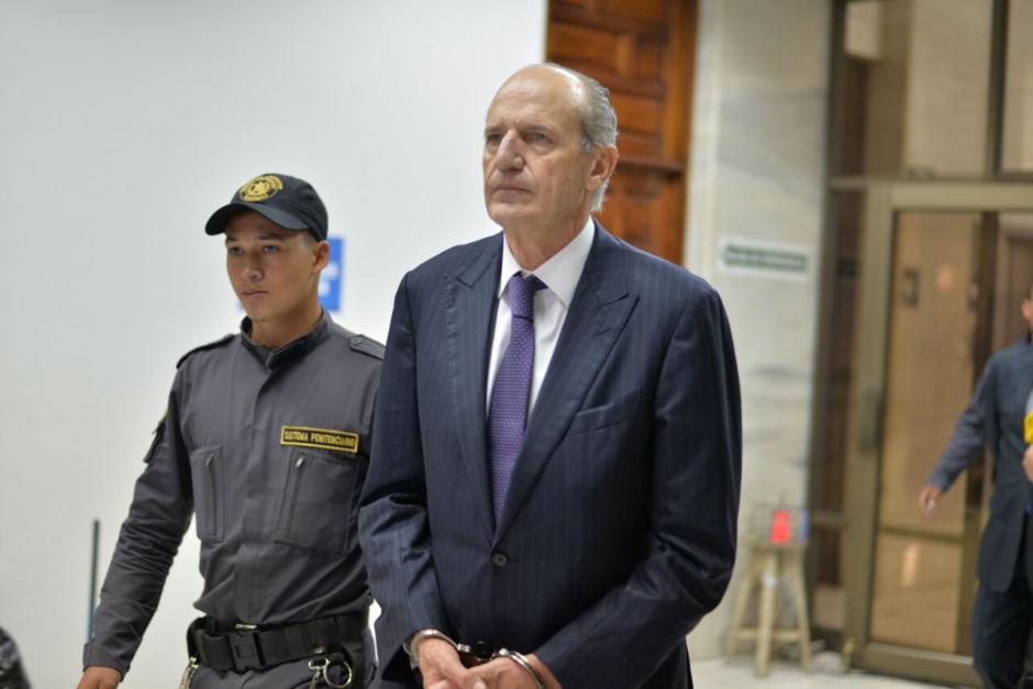 El exgerente de Banco G&T en su ingreso a la Sala de Vistas de la CSJ. (Foto: Wilder López/Soy502)