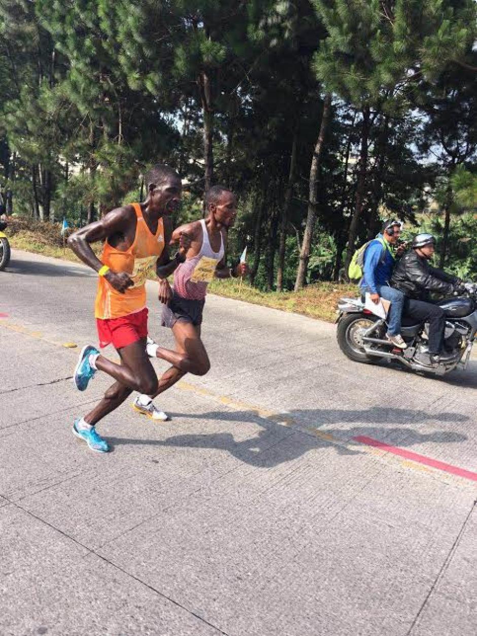 Ondara y Too corrieron algunos kilómetros juntos. (Foto: Byron de la Cruz/Nuestro Diario)