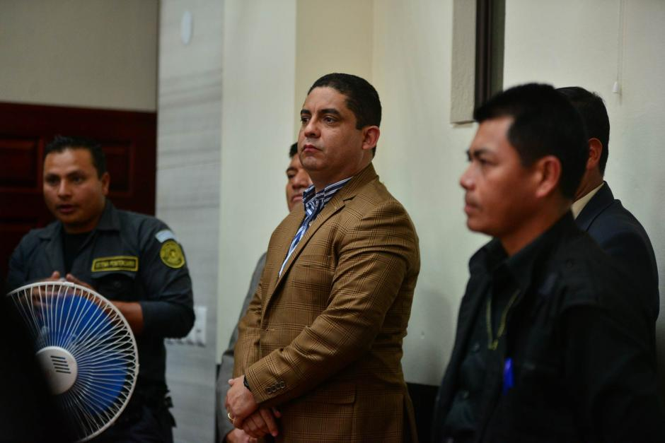 Con un atuendo casual, Juan Carlos Monzón espera a ser llevado ante el juez. (Foto: Wilder López/Soy502)