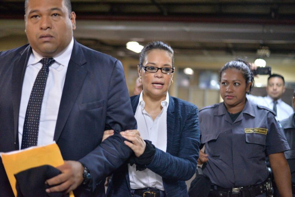 La exvicepresidenta Roxana Baldetti a su llegada a la Torre de Tribunales.  (Foto: Wilder López/Soy502)