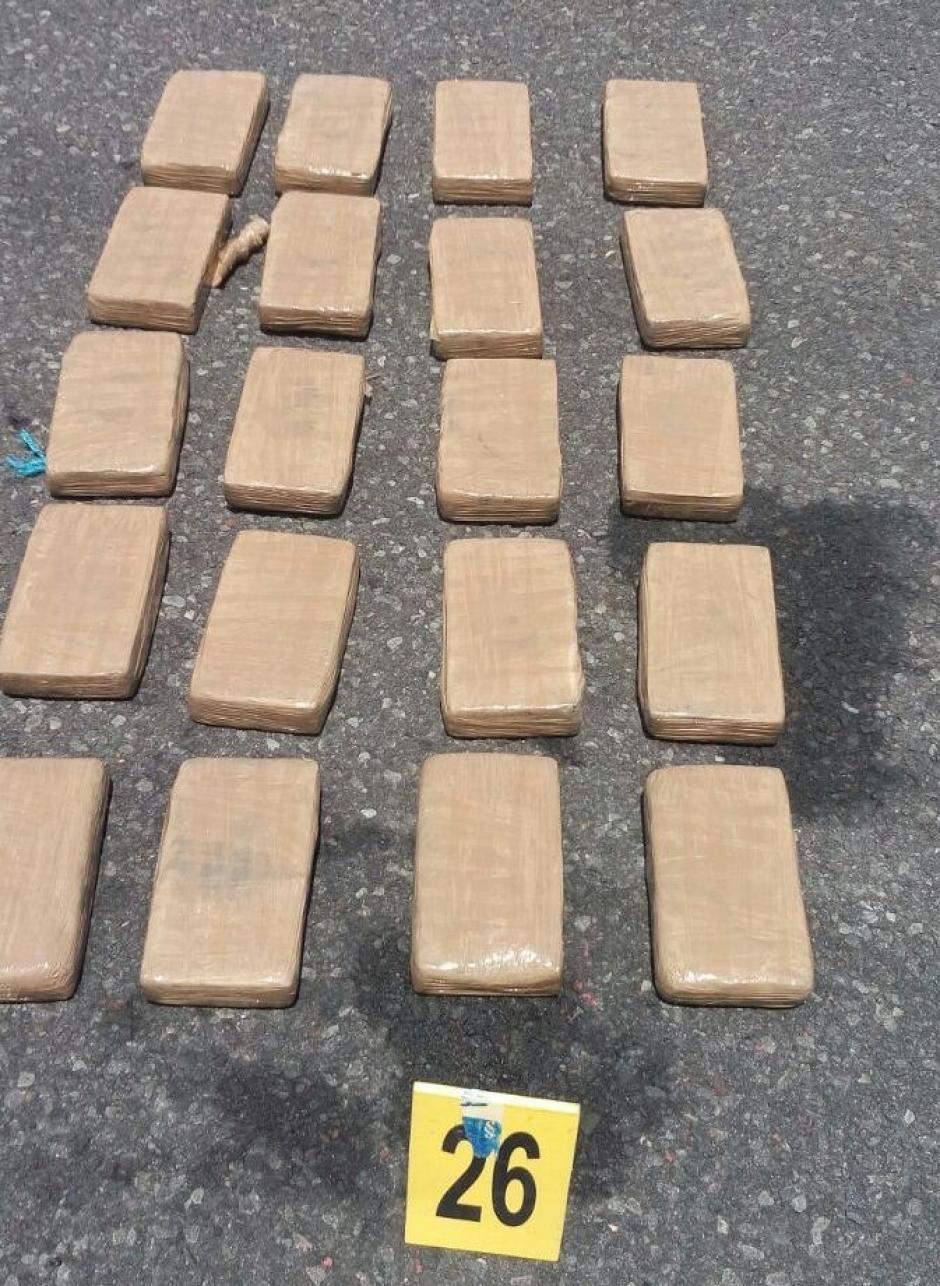 Se desconoce la procedencia de la droga que se encontraba flotando en el mar. (Foto: PNC)