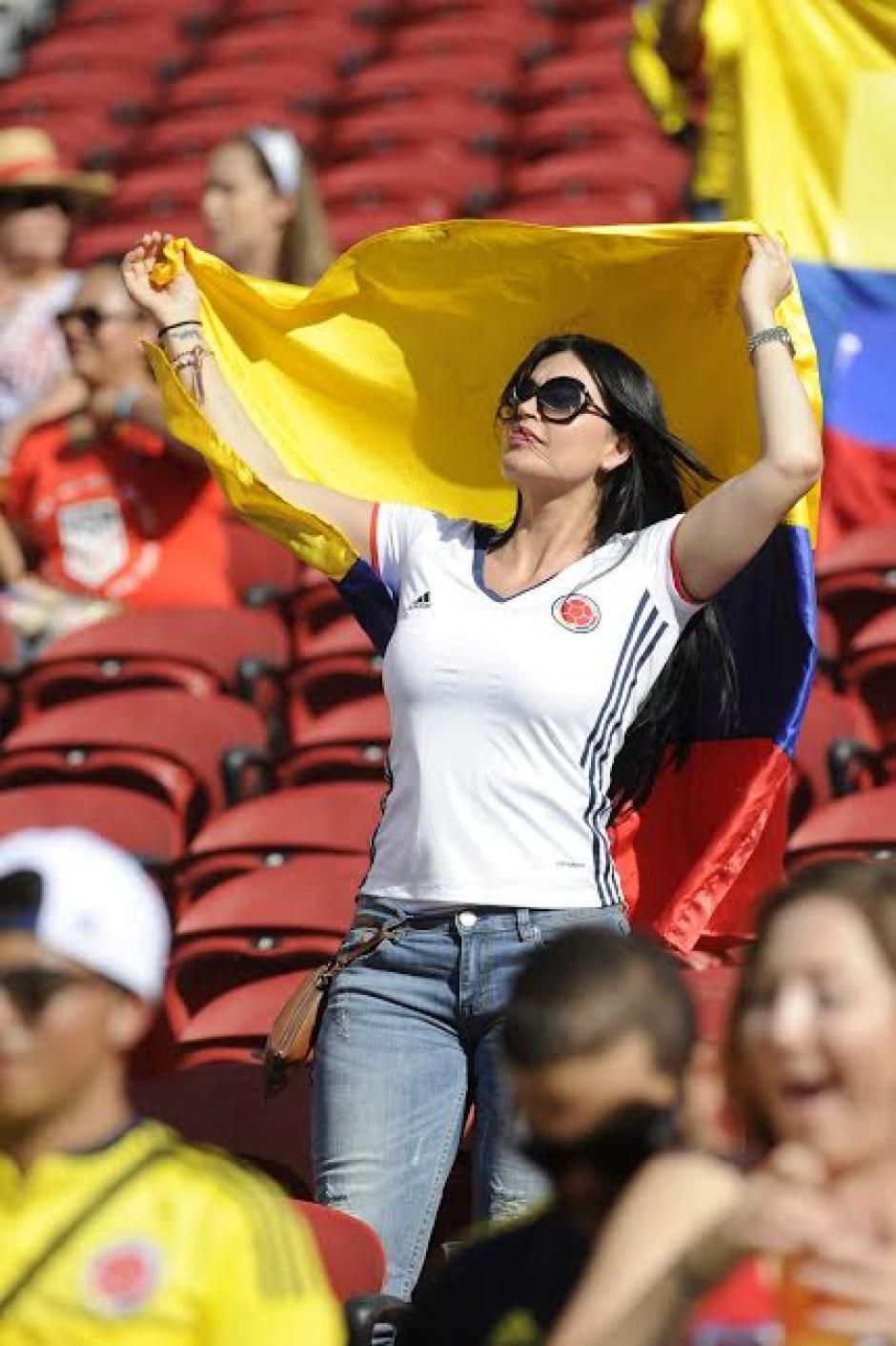 Una bella colombiana alenató a su selección. (Foto: Álvaro Yool/Nuestro Diario)
