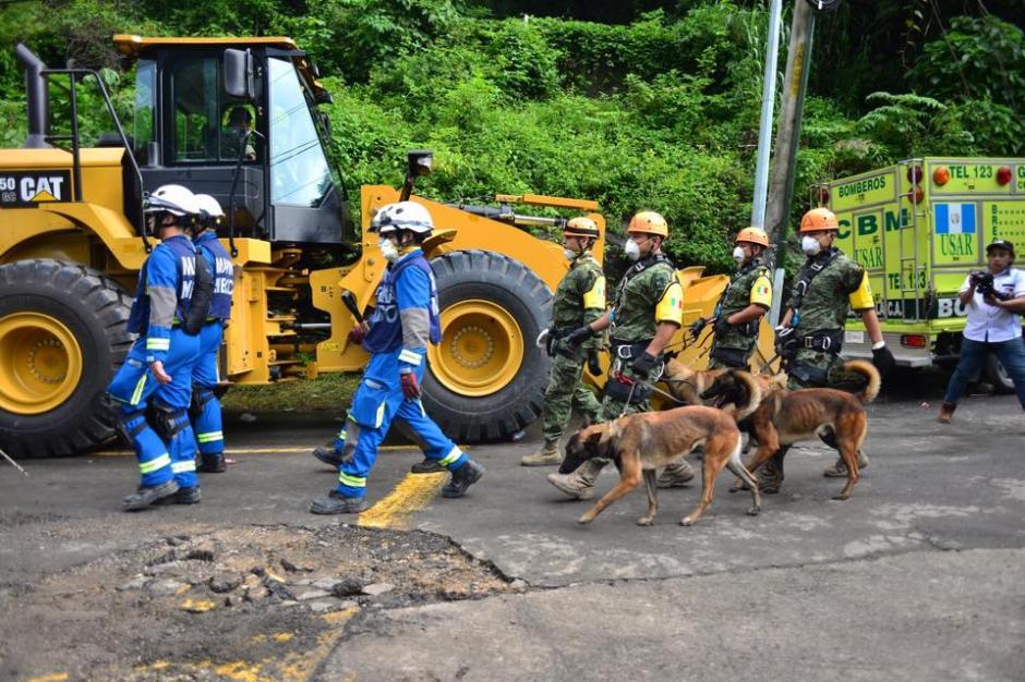 Los equipos de rescate enviados por México, se dirigen hacia la zona de la tragedia este lunes, en el cuarto día de labores de rescate de víctimas. (Foto: Soy502/Jesús Alfonso)