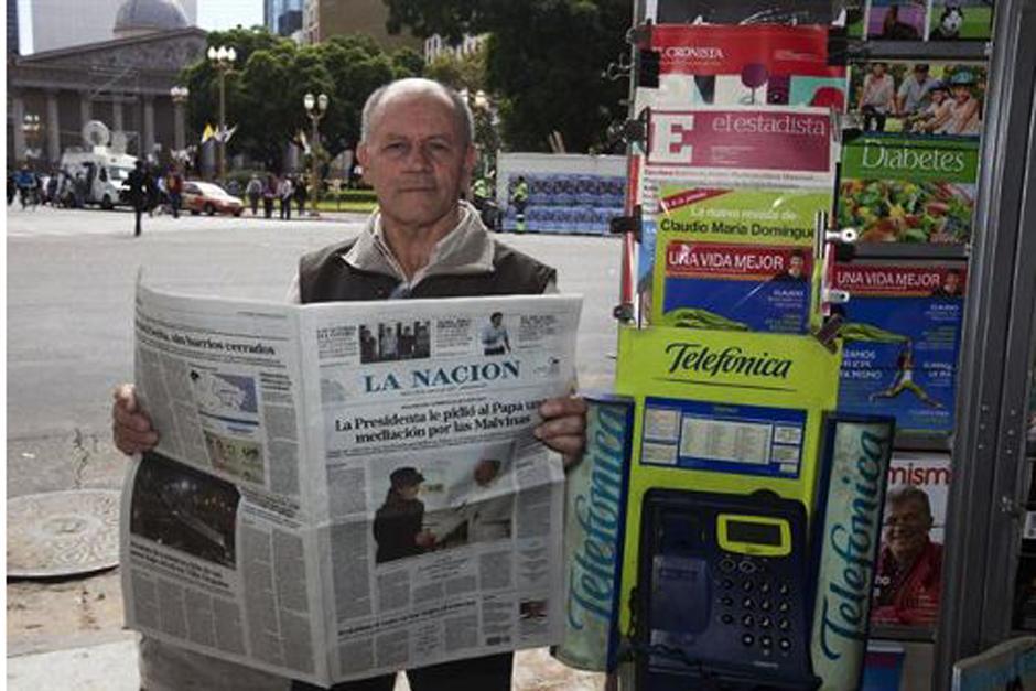 El Papa Francisco llamó por teléfono el lunes 18 de marzo al quiosco en el que todos los días adquiría su diario en Buenos Aires (Argentina), para saludar al dueño y pedir por favor que ya no se lo manden. (Foto: La Nación)