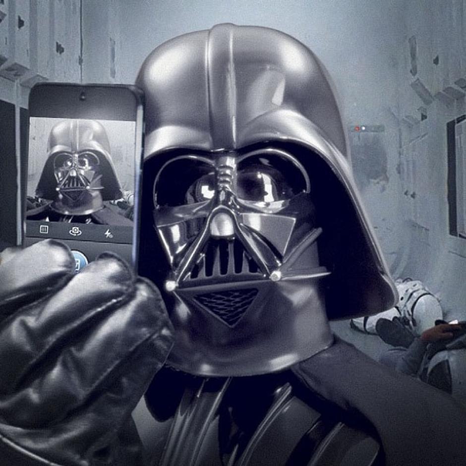 El primer selfie del personaje Darth Vader, protagonista principal de Star Wars. (Foto: Instagram)