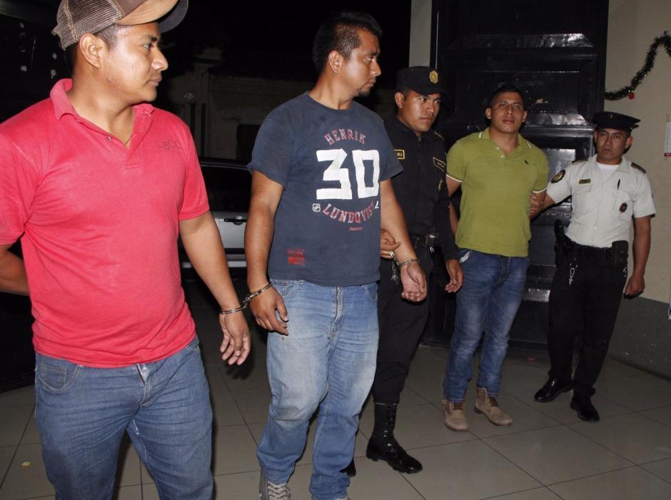 Los tres hombres ocultaron el cuerpo de la víctima sepultándolo ilegalmente. (Foto: PNC)