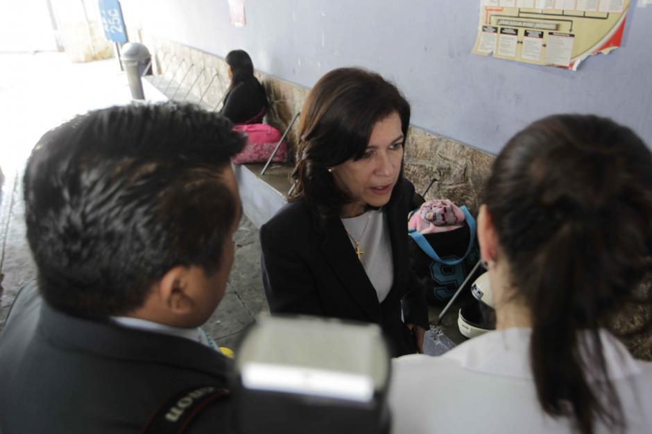 La Ministra de Educación Cynthia del Águila anunció que las clases se reanudarán el lunes en el INCA. (Foto: Jesús Alfonso/Soy502)