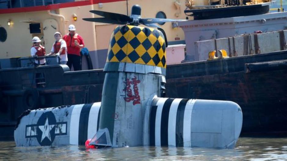 Los buzos localizaron el cuerpo sin vida del piloto y el fuselaje hundido de la avioneta. (Foto: AP)