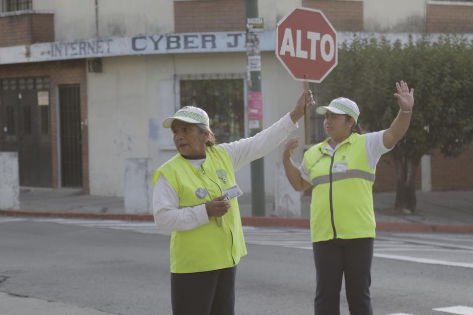 Los voluntarios se ubican de lunes a viernes en la 24 calle y 11 avenida de la zona 12. (Foto: Alejandro Balán/Soy502)