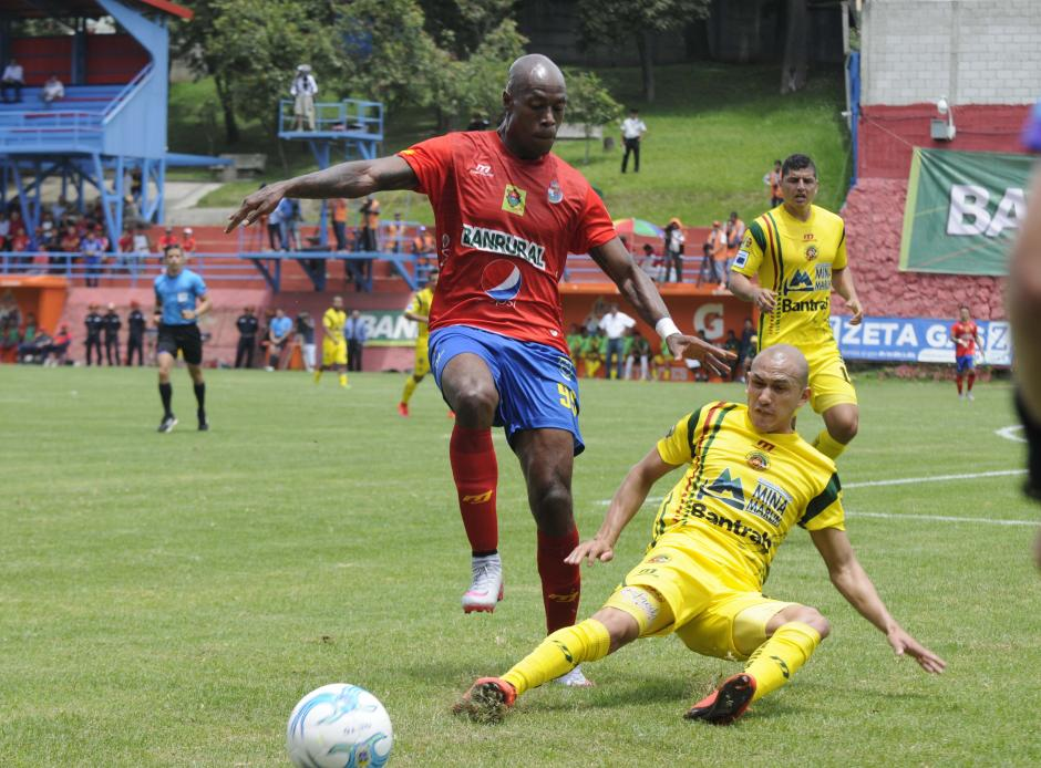 El tico Jhonny Woodly también debutó en la Liga Nacional, y lo hizo con gol ante Marquense.(Foto: Nuestro Diario)
