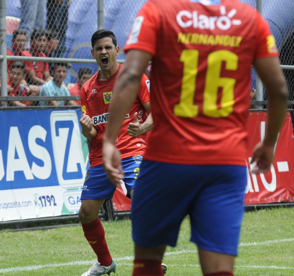 El defensor tico Keylor Soto debutó con gol en Municipal. Lo hizo de cabeza.(Foto: Nuestro Diario)