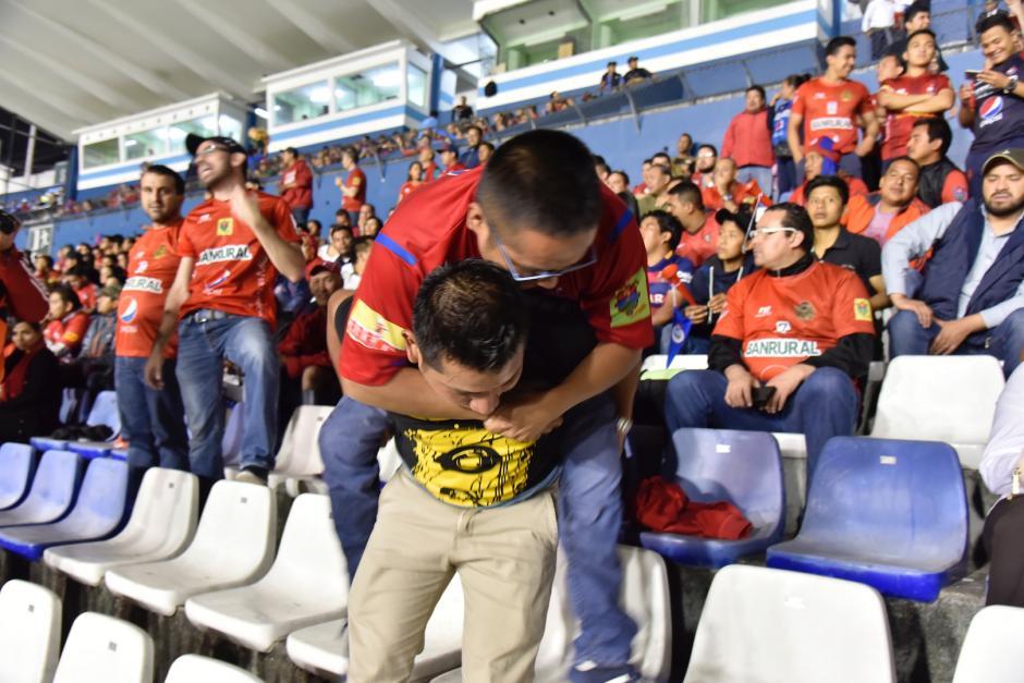 Osvaldo Lorenzo fue víctima de la violencia en el país y por eso no puede mover sus piernas. (Foto: Luis Barrios/Soy502)