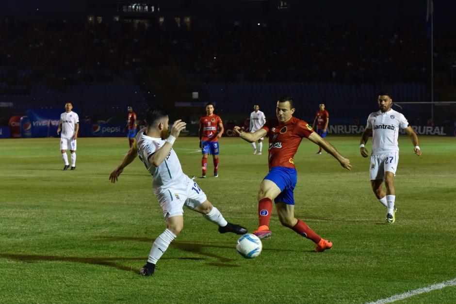 Marco Pappa no mostró su calidad futbolística. (Foto: Luis Barrios/Soy502)