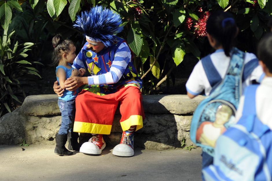 Los payasos estuvieron amenizando el Día del Niño junto a los pequeños en el Zoo.