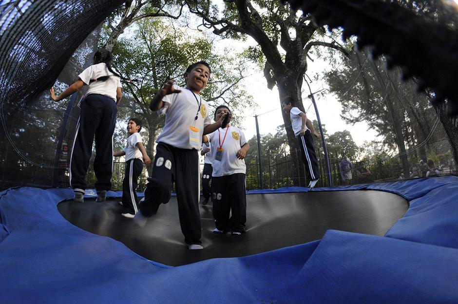 Los juegos se abarrotaron de niños y niñas. Varias escuelas y colegios llevaron a sus alumnos para celebrar un día especial.